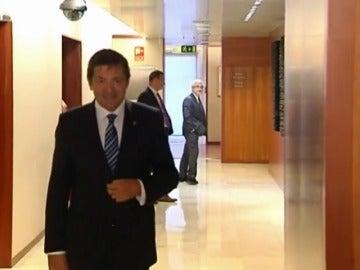 Frame 15.106891 de: Rajoy y Javier Fernández en contacto a la espera de la decisión socialista