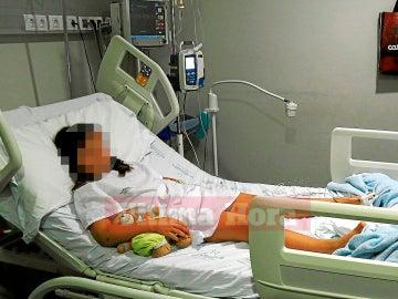 La niña de 8 años heridas tras la paliza de doce compañeros, en el hospital