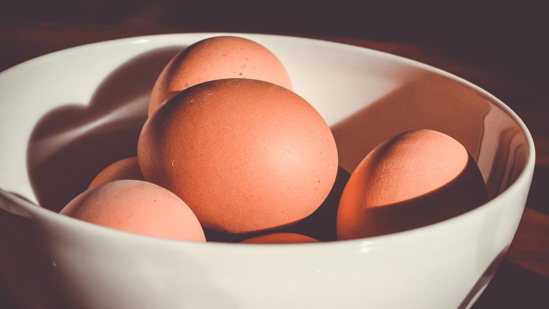 La última moda es beber las cáscaras de huevo.