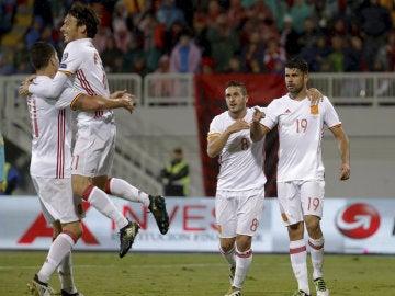 Los jugadores de España celebran el gol de Diego Costa ante Albania