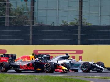 Lucha entre Verstappen y Hamilton