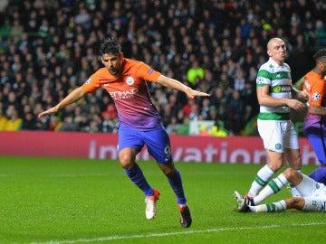 Nolito celebra un gol en Celtic Park