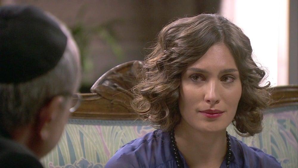 Camila necesita confesarse ante Don Anselmo