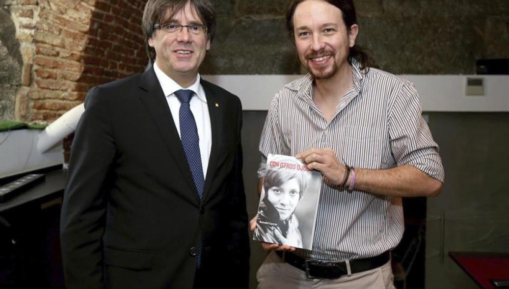 Carles Puigdemont junto al líder de Podemos, Pablo Iglesias