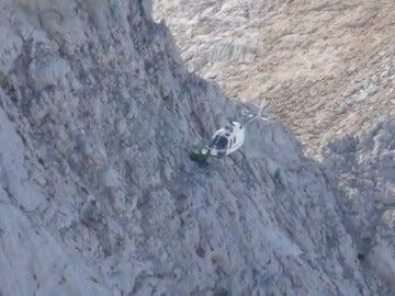 Helicóptero trabajando en tareas de rescate