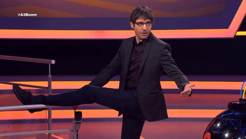 Frame 33.052349 de: Juanra Bonet resuelve una pregunta haciendo un fouette de ballet