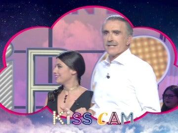 La Kiss Cam caza a Ares Teixidó y Juan y Medio