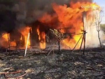 Frame 0.515651 de: Aparatoso incendio en una nave en San Fernando de Henares