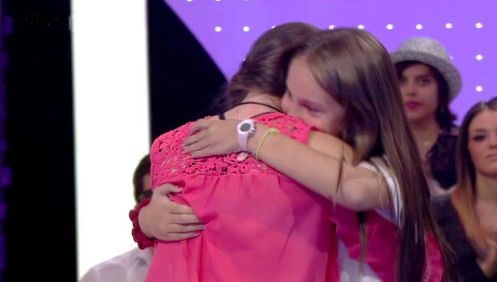 Aurora conoce a Nicole tras años de amistad
