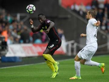 Bacary Sagna, en un partido con el Manchester City