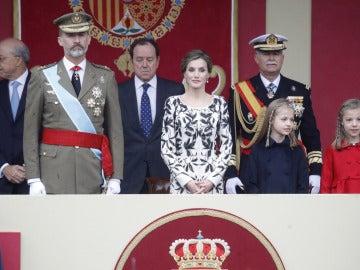 Los Reyes presiden el primer desfile del 12 de octubre con un Gobierno en funciones