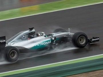 Rosberg, bajo la lluvia en Montmeló