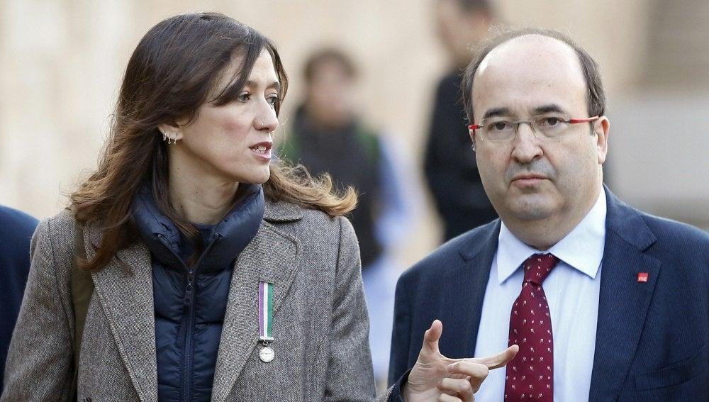 La alcaldesa de Santa Coloma de Gramanet, Núria Parlón, y el secretario general del PSC, Miquel Iceta, que se baten hoy en elecciones primarias