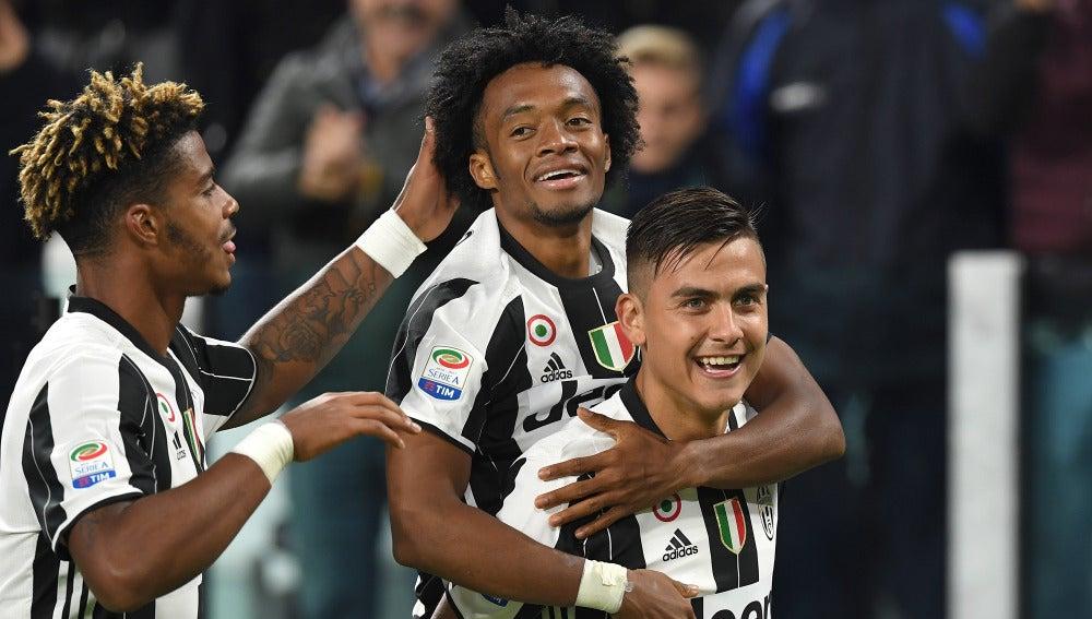 El argentino Dybala celebra su gol con la Juventus