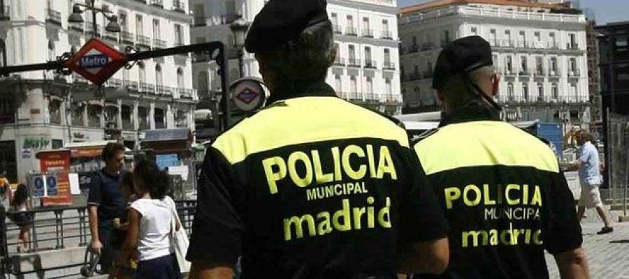 Antena 3 tv madrid refuerza las medidas de seguridad en for Puerta del sol en directo ahora