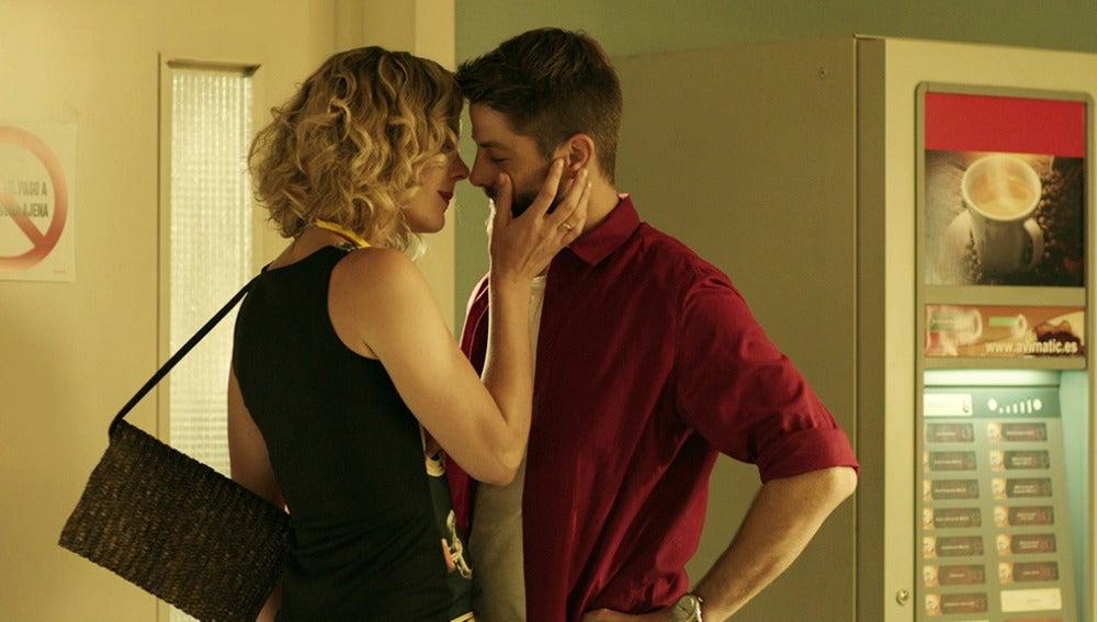 Sol descubre a Salva besándose con Paula