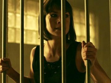 Pilar es detenida tras ser interrogada por Lola y Héctor