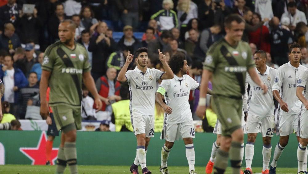 Asensio celebra un gol ante el Legia