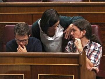 Íñigo Errejón, Carolina Bescansa y Pablo Iglesias, en el Congreso
