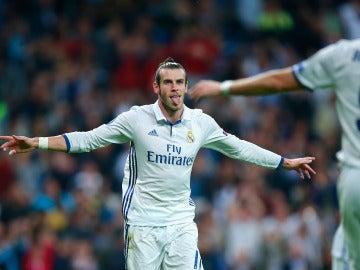 Gareth Bale celebra su gol ante el Legia de Varsovia