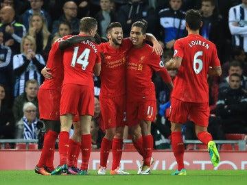 Los 'reds' celebran el gol de Coutinho ante el West Brom