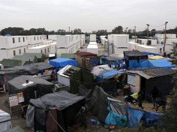 Vista general del campamento de inmigrantes de Calais, Francia