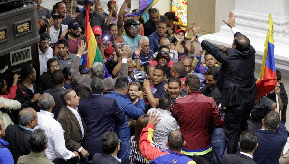 Enfrentamientos en el Parlamento de Venezuela