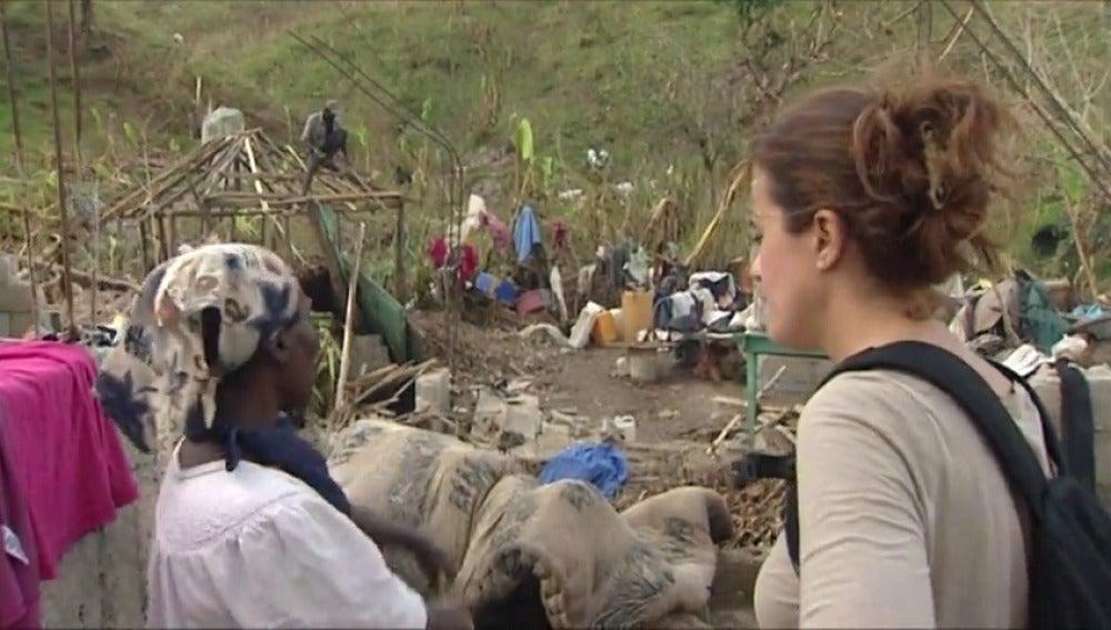 Frame 17.895119 de: Sonia Román, reportera de Antena 3, es testigo de la alarmante situación de los haitianos tras el paso de Matthew
