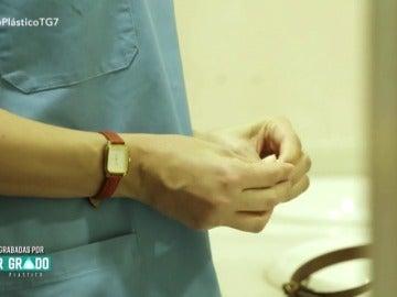 Frame 29.834702 de: Nueva pista: Cristina vestida de enfermera