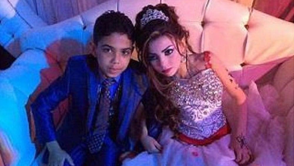 Omar Gharam, primos comprometidos en matrimonio a decisión de sus familiares