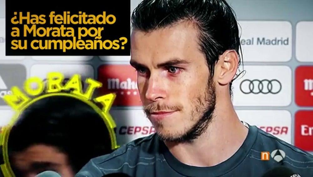 Frame 2.34524 de: La divertida felicitación de Gareth Bale a Morata por su cumpleaños en zona mixta