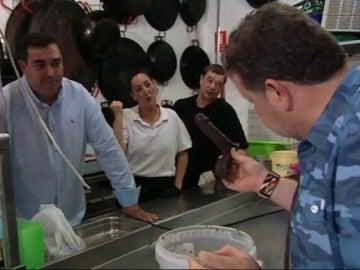 ¿Qué hacía Alberto Chicote con un pene de chocolate en la mano?