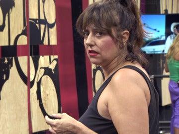 Yolanda se enfrenta a un trágico ritmo latino con 'La salchipapa'
