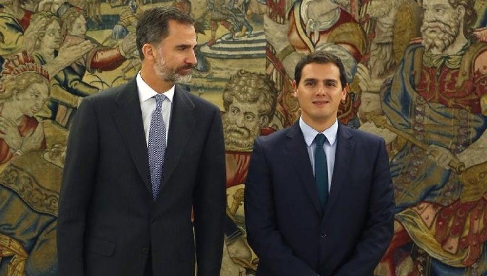 El Rey Felipe VI con Albert Rivera