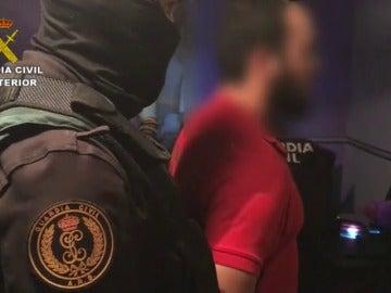 Frame 10.792413 de: Detienen a dos imanes en Ibiza por su presunto apoyo al grupo terrorista Daesh