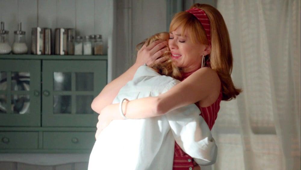Clara, en shock tras confesarle Rita que tiene cáncer