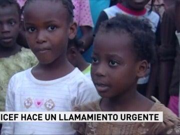 Frame 11.999574 de: Los niños haitianos son el colectivo más afectado por el hambre y el cólera tras el paso del huracán