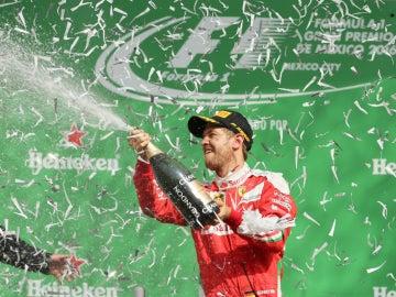 Vettel, en el podio de México