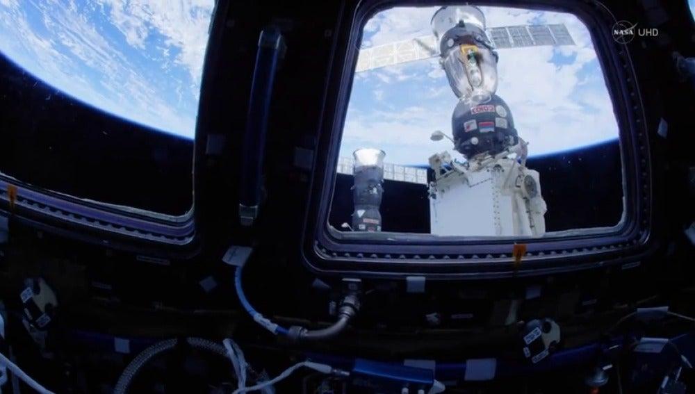 Frame 3.43715 de: Una visita a la NASA en alta definición