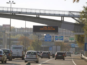 Cartel informativo en Madrid