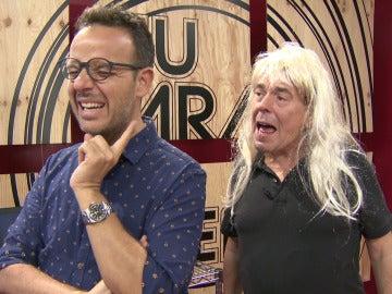 Juan Muñoz canta como una mujer al oído de Àngel Llàcer