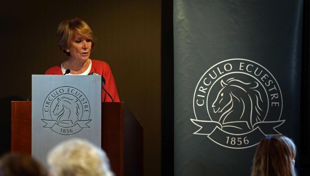 Esperanza Aguirre durante la presentación de su primer libro, 'Yo no me cayo'