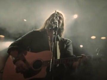 Frame 8.845797 de: Andrés Suárez, el cantautor del metro que triunfa en los escenarios