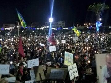 Manifestación multitudinaria en el norte de Marruecos contra la muerte de un joven vendedor