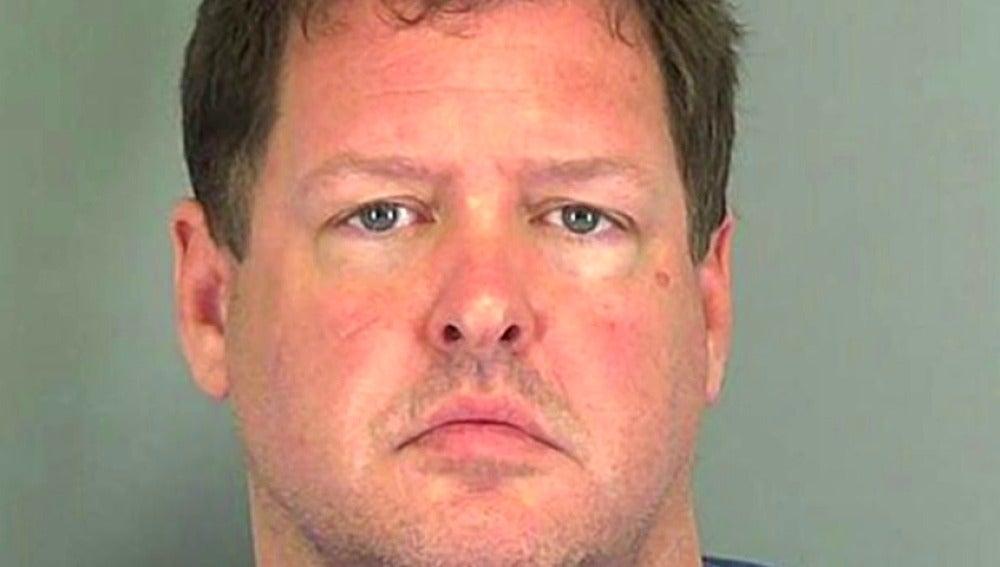 """Frame 9.312965 de: Liberan a una mujer encerrada """"como un perro"""" en un contenedor metálico en Carolina del Sur"""
