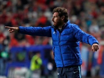 Villas-Boas dirigiendo un partido del Zenit
