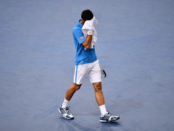 Djokovic se lamenta tras perder un punto ante Cilic
