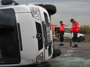 Siete heridos, seis de ellos niños, al chocar un minibús con un coche en Vitoria