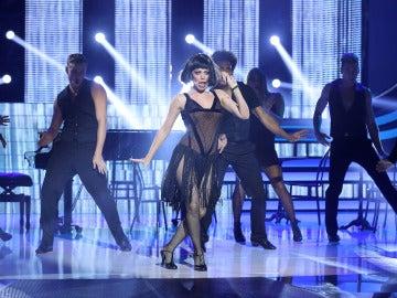 Beatriz Luengo se convierte en la reina del cabaret y seduce al ritmo de 'All that jazz'