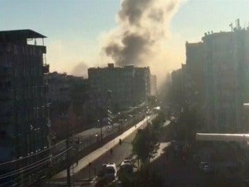 Columna de humo de la zona de la explosión